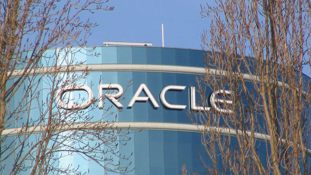 Oracle defends its cloud, tears into Salesforce.com