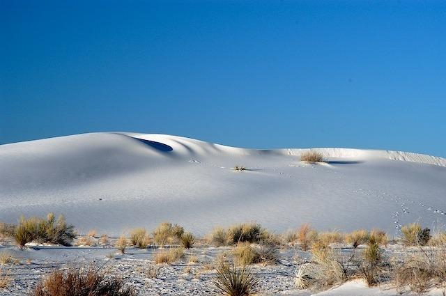 The spice must flow: new model describes the evolution of desert dunes