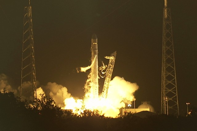 SpaceX Dragon takes flight