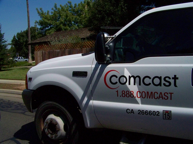 Comcast considers creating its own mobile phone service