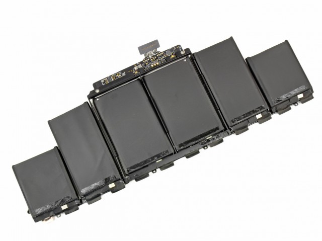 The 6-cell, 95Whr lithium-polymer battery used in the Retina MacBook Pro, which Apple says techs shouldn't touch.