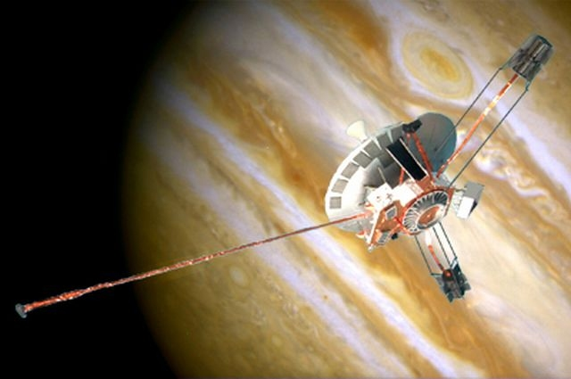 Artist's rendition of Pioneer 10 above Jupiter
