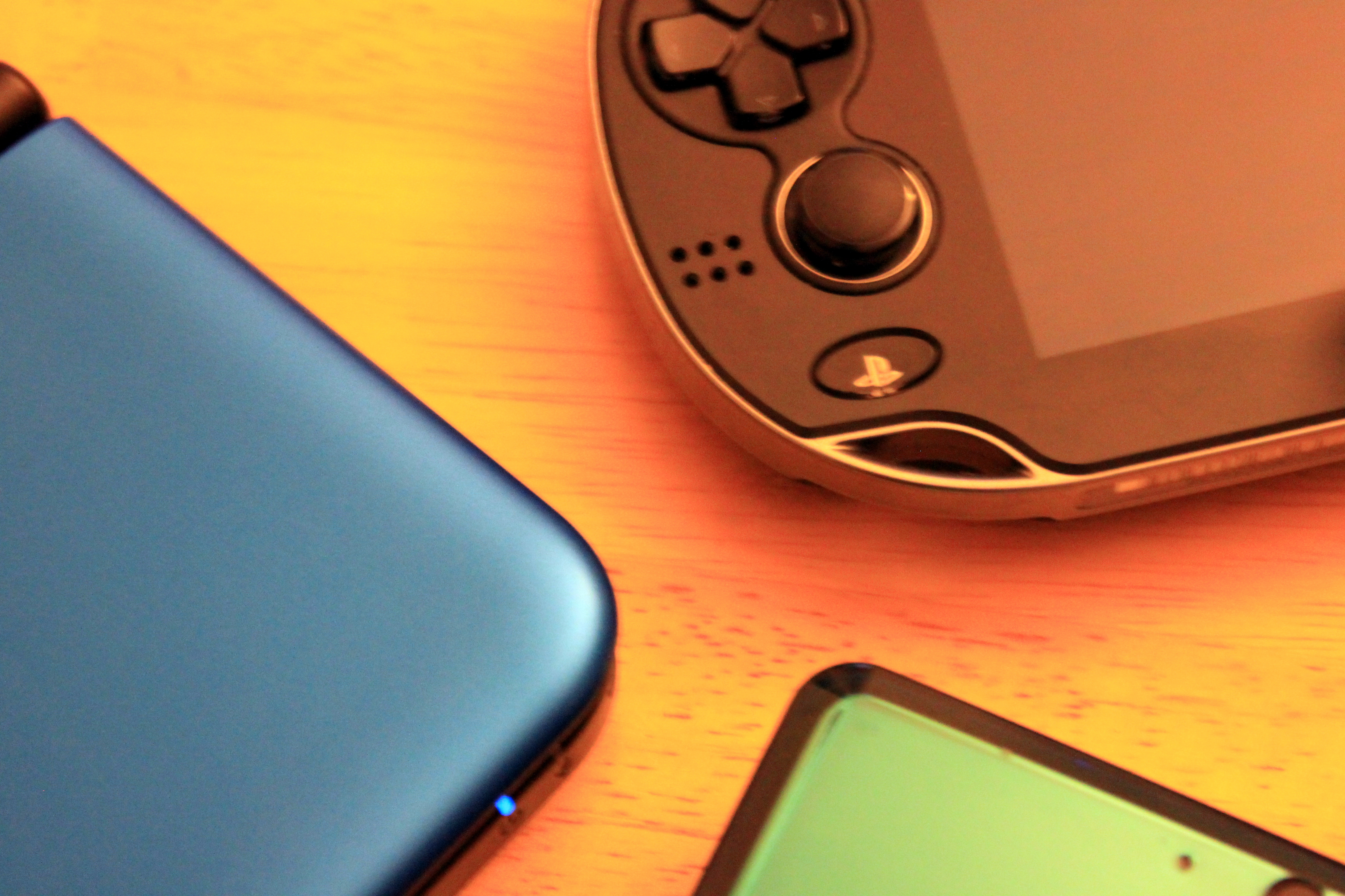 The corners on the 3DS XL (left) are much more comfortably rounded than those on the 3DS (bottom right), but not as nice as those on the Vita (top right).