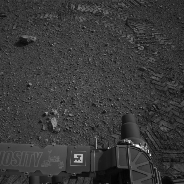 Curiosity makes tracks on Mars.