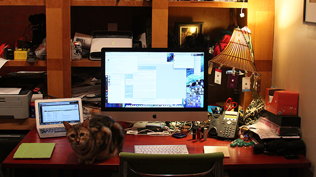 Apple Editor Jacqui Cheng's desk