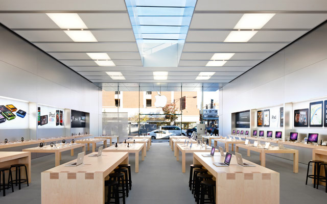 Apple Stores, like this one in Lincoln Park, Chicago, generally exude cleanliness and order.