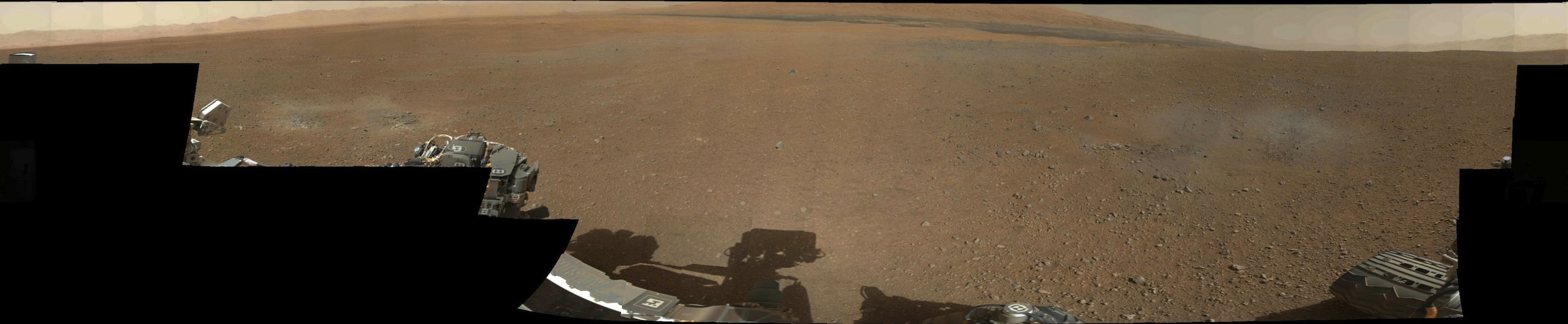 A full sweep by Curiosity's mast camera captures its surroundings.