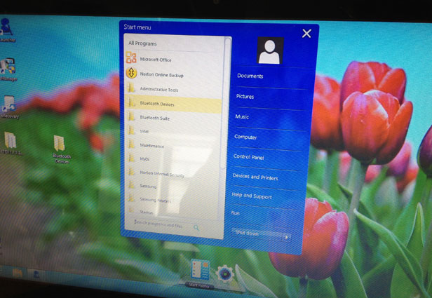 S Launcher in action, in a charming shade of Windows XP blue.