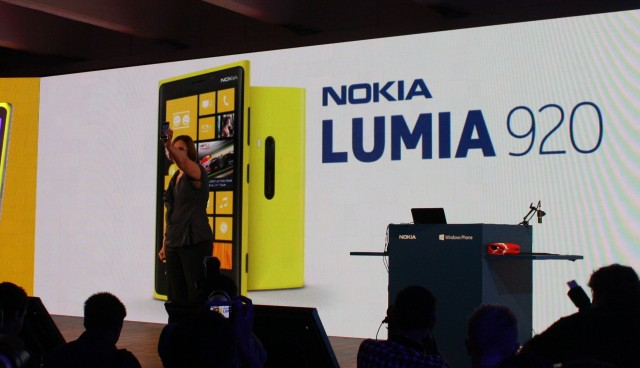 Nokia Executive Vice President Jo Harlow with the Nokia Lumia 920