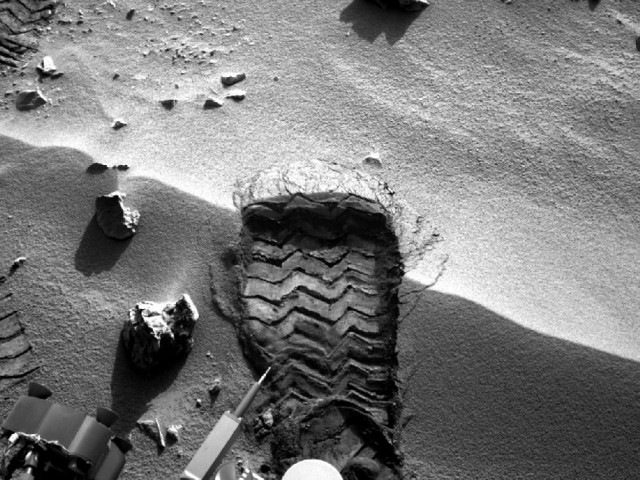 Curiosity has used one of its wheels to confirm that the sand near Rocknest is very scoopable.