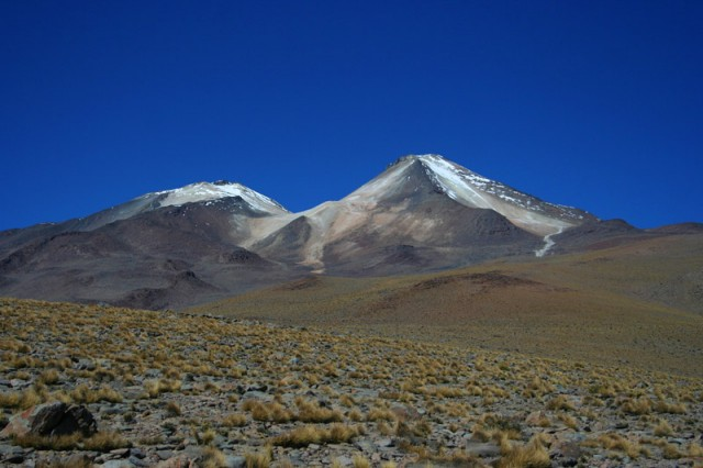 Uturuncu, a volcano at the center of the uplifting area.