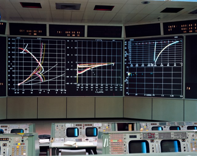 Eidophor projections of the Apollo 11 lunar module descent stage trajectory during the first manned lunar landing. The Eidophor video projectors showed a very sharp image.