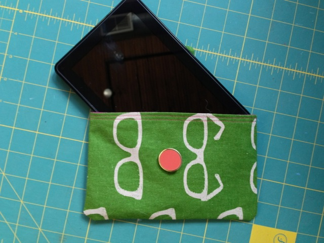 DIY: how to make your own (mini or jumbo) tablet sleeve