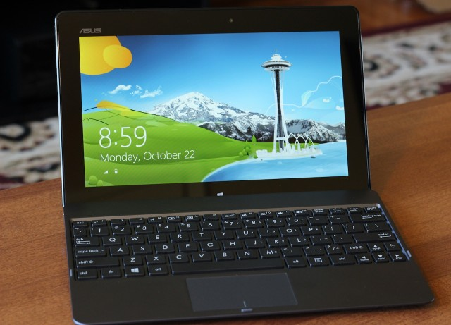 The VivoTab RT in its keyboard dock could be mistaken for a retooled netbook.