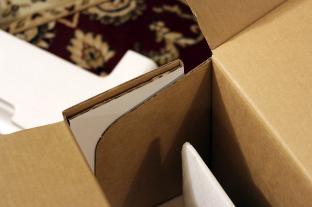 The front and back sides of the box aren't actually attached to one another.