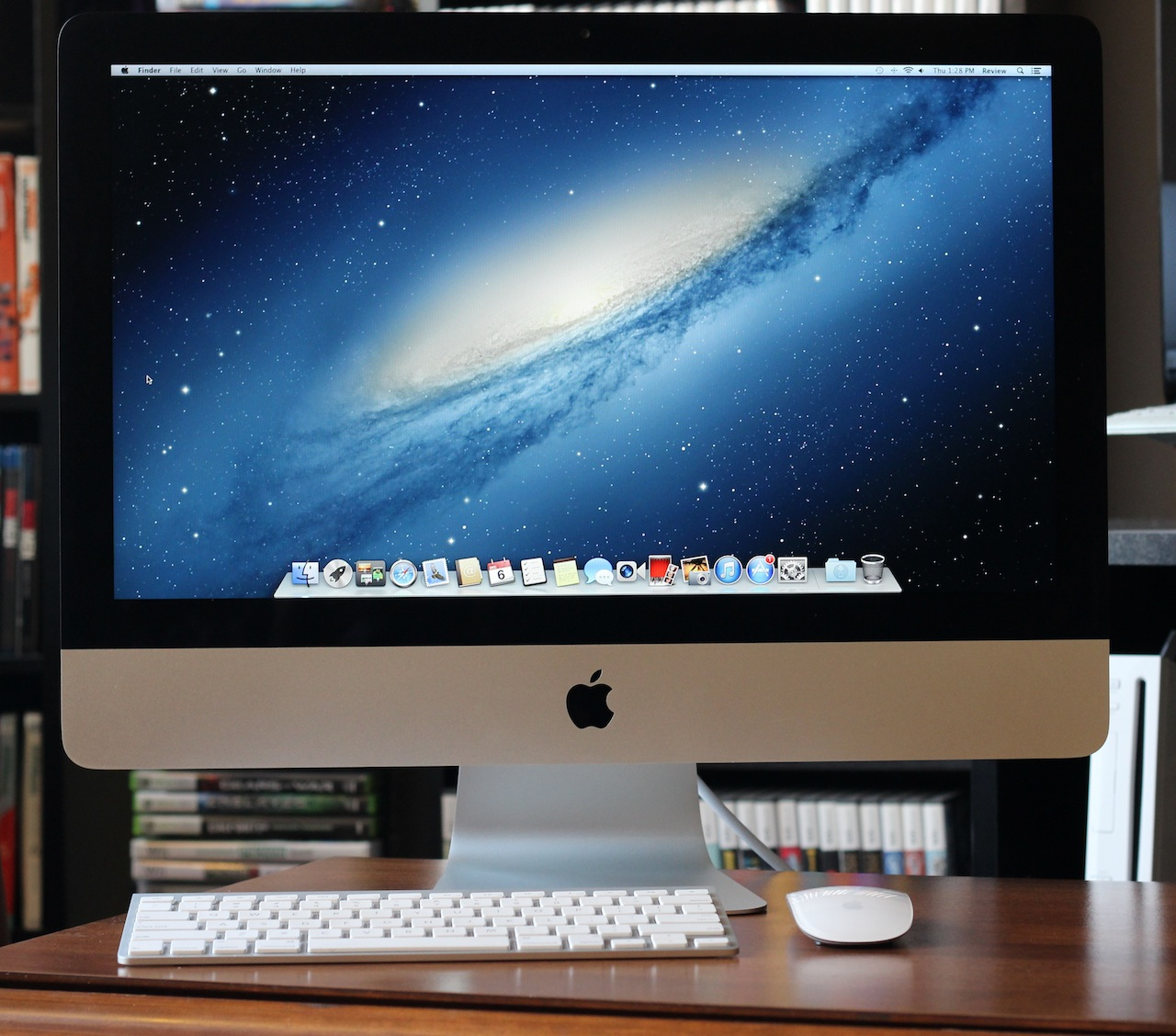 review 21 5 inch 2012 imac takes two steps forward one. Black Bedroom Furniture Sets. Home Design Ideas