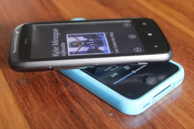 """Apple-HTC settlement unsealed: No """"cloned products,"""" no helping trolls"""