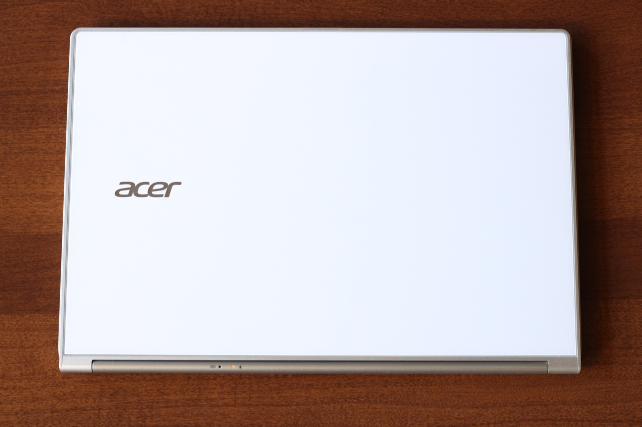 The Aspire S7's white glass lid is quite striking.