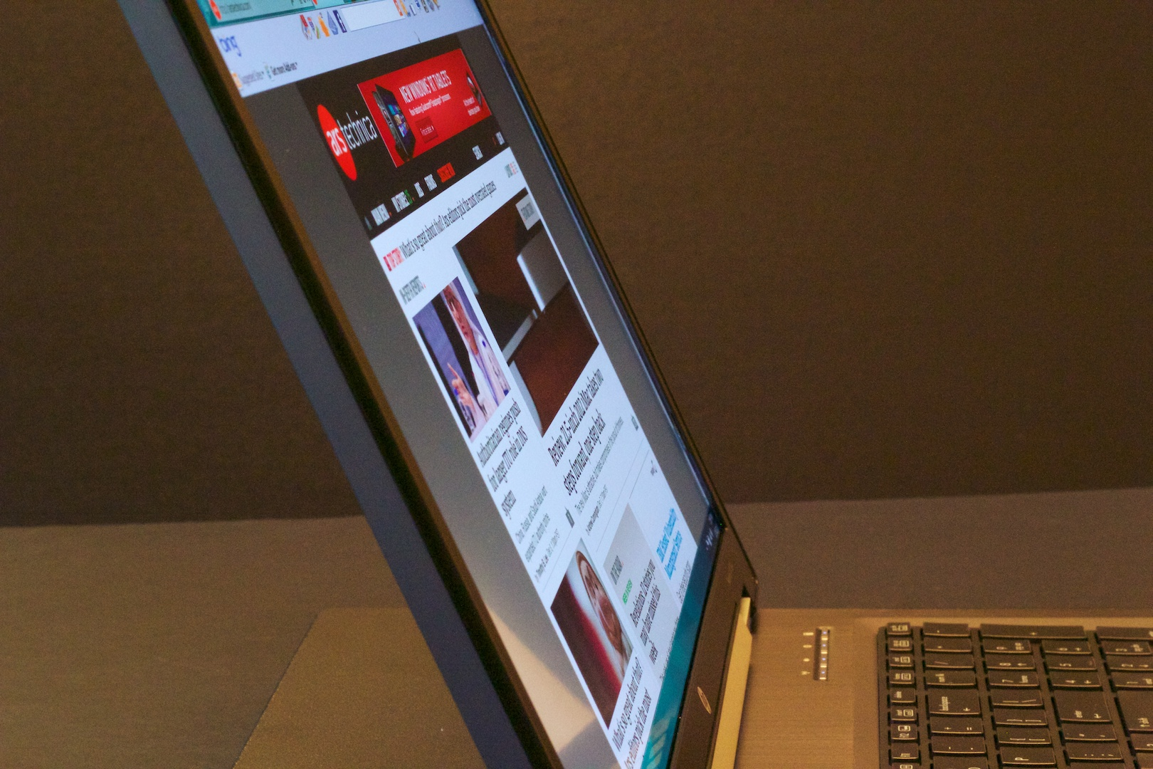 "The HP ""Dreamcolor"" display is sharp and has an almost impossibly wide viewing angle."