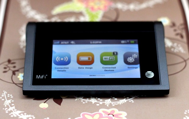 AT&T's MiFi Liberate has a touchscreen—and it's surprisingly useful