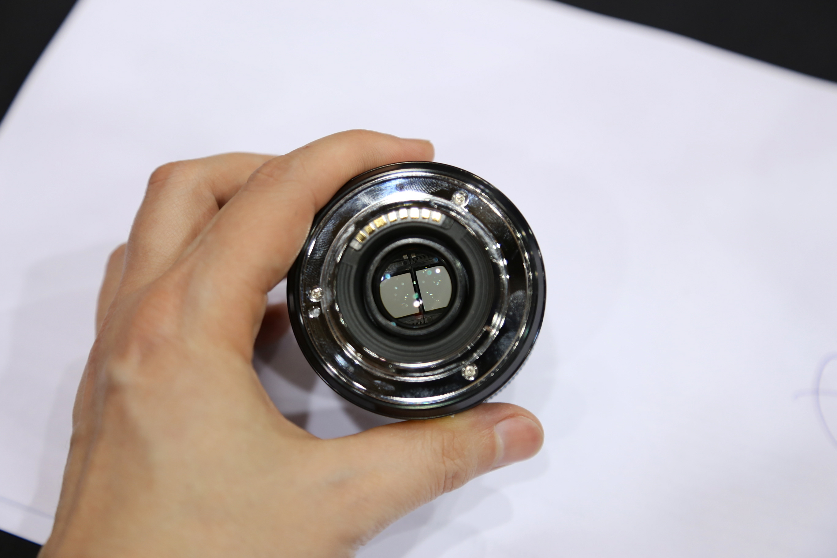 Look closely and you can see the dual-image element inside Samsung's 45mm f/1.8 2D/3D lens.