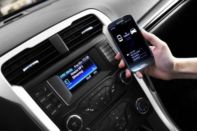 Ford AppLink opens floodgates to in-car iOS, Android, and BlackBerry apps