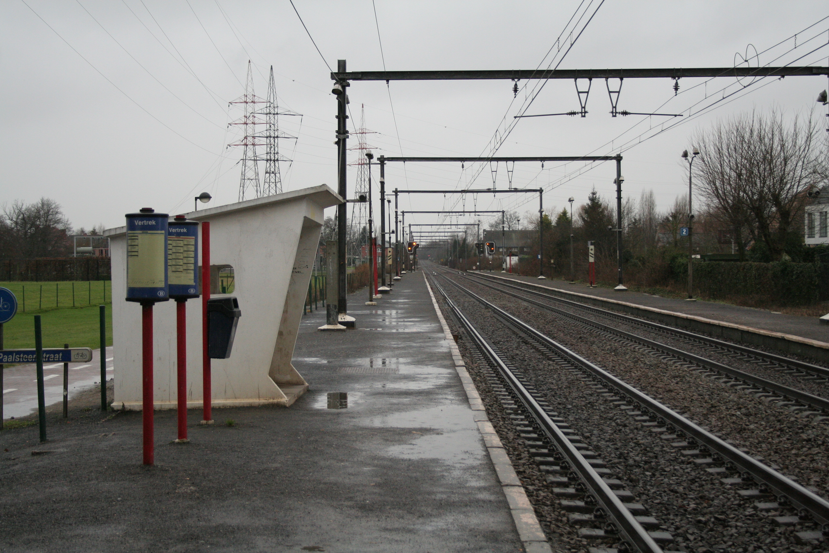 The Hasselt-Kiewit train station is about a five-minute walk from Mobile Vikings' office.