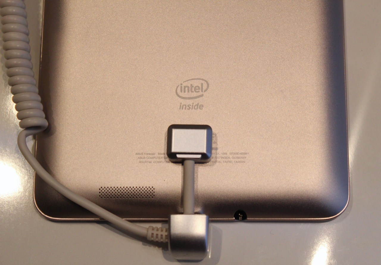 A 1.2GHz single-core Atom CPU powers the FonePad.