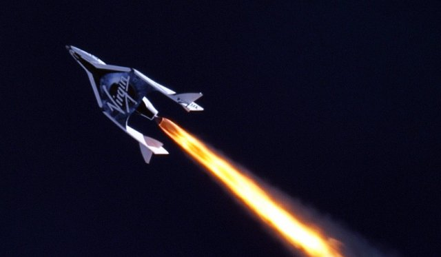 Passenger spaceship completes its first rocket-powered flight