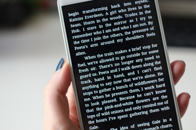 Reading the <em>Hunger Games</em> on the Optimus G Pro hardly caused any eye strain, despite its brightness level.