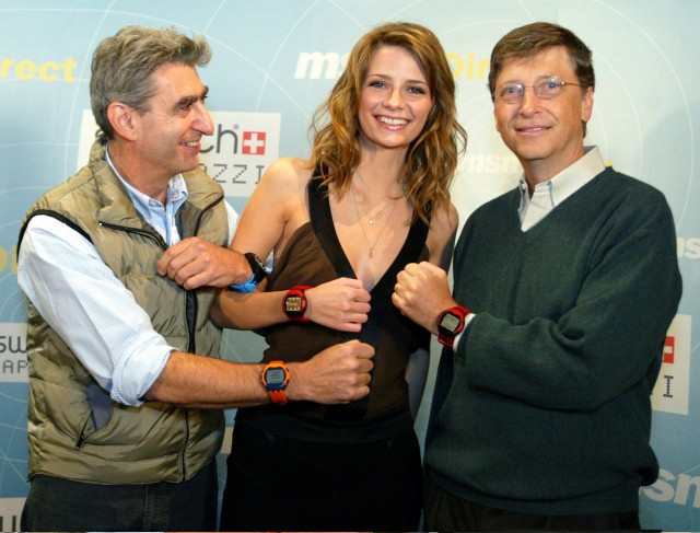 Bill Gates, actress Mischa Barton, and Swatch CEO Nick Hayek unveil smart watches in 2004.