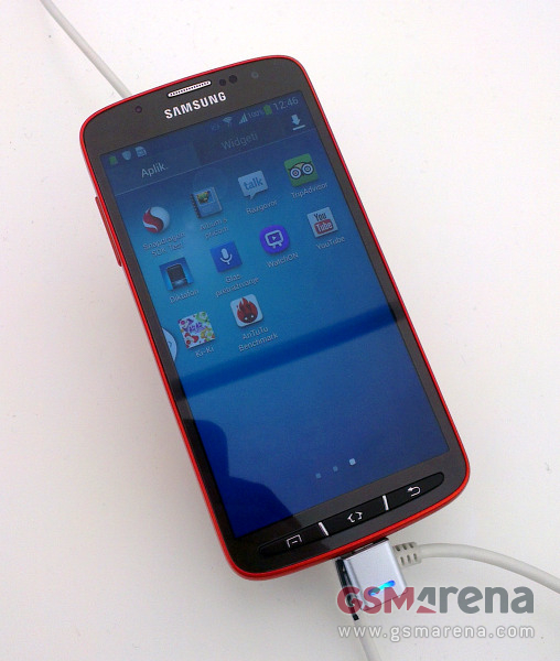 "Bear Grylls-types rejoice: ""Rugged"" Galaxy S 4 images leak"