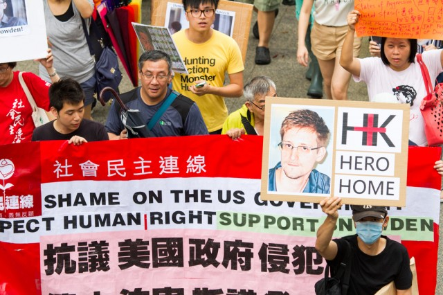 Before leaving Hong Kong, Edward Snowden received some popular support.