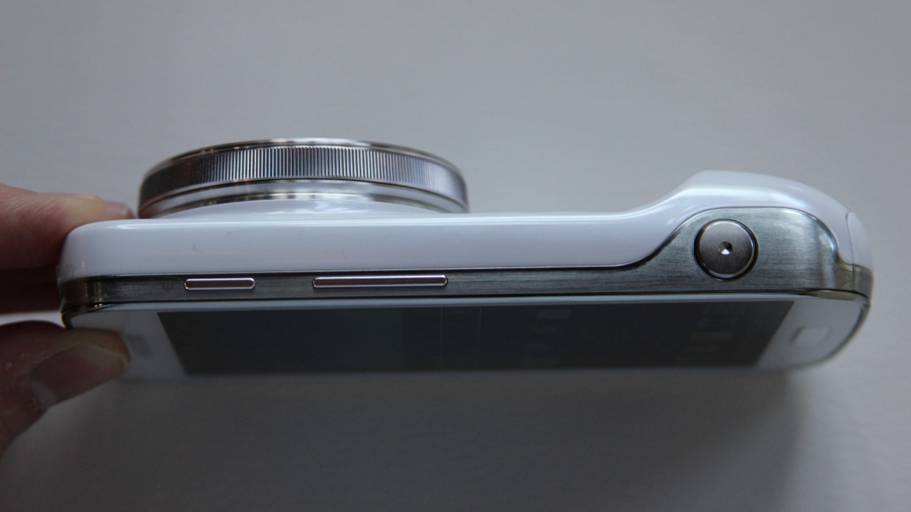...or not. There's also a slight bulge at the bottom that can be used to grip the phone in camera mode.
