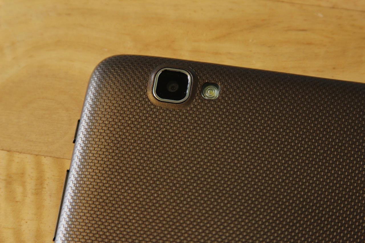 The Sero has a 5MP rear-facing camera and LED flash that the Nexus lacks.