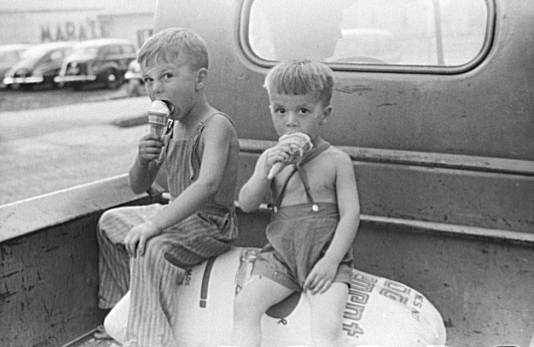The child on the right will be both depressed and unable to taste fat once the ice cream falls out of his cone.