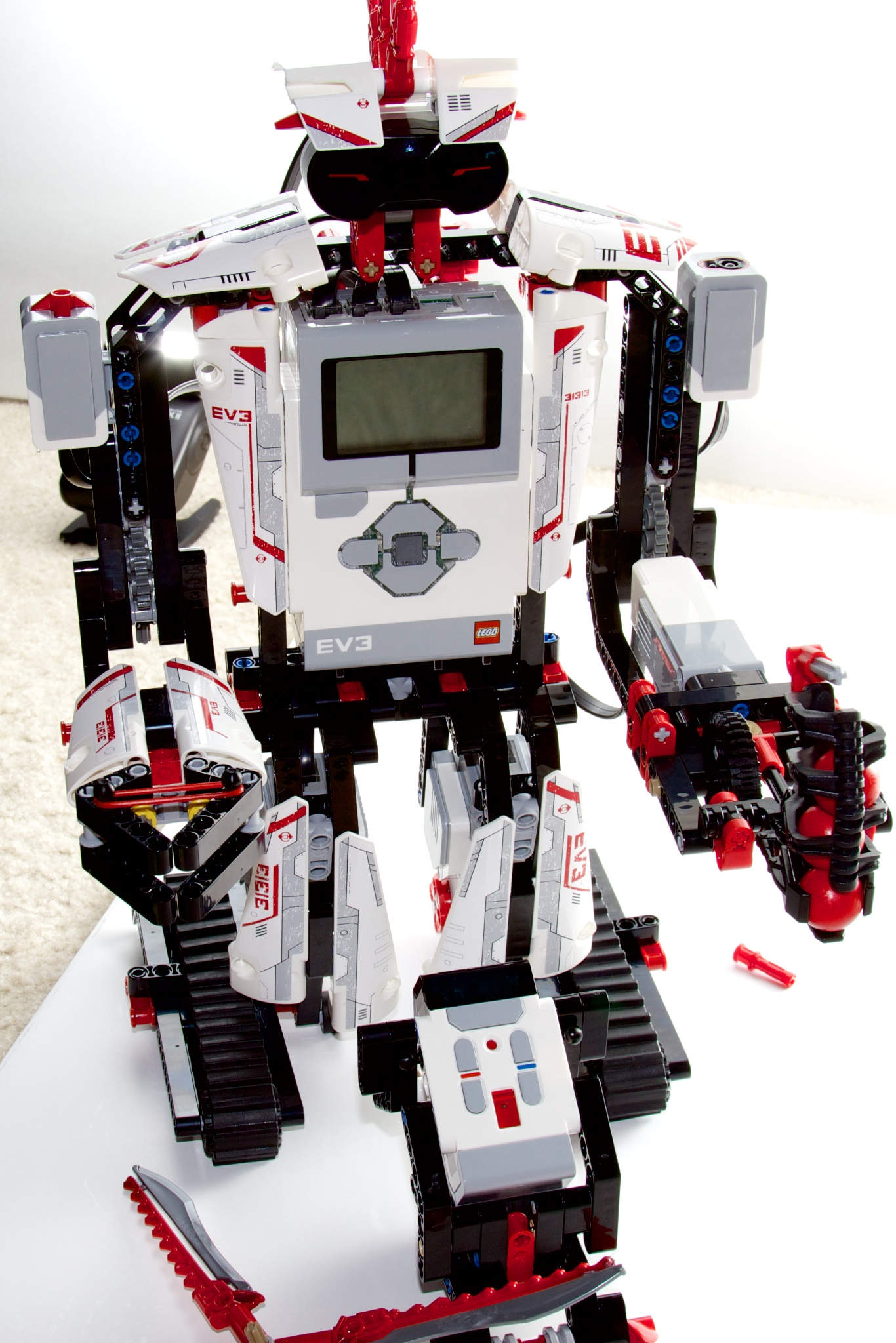 Review: Lego Mindstorms EV3 means giant robots, powerful computers
