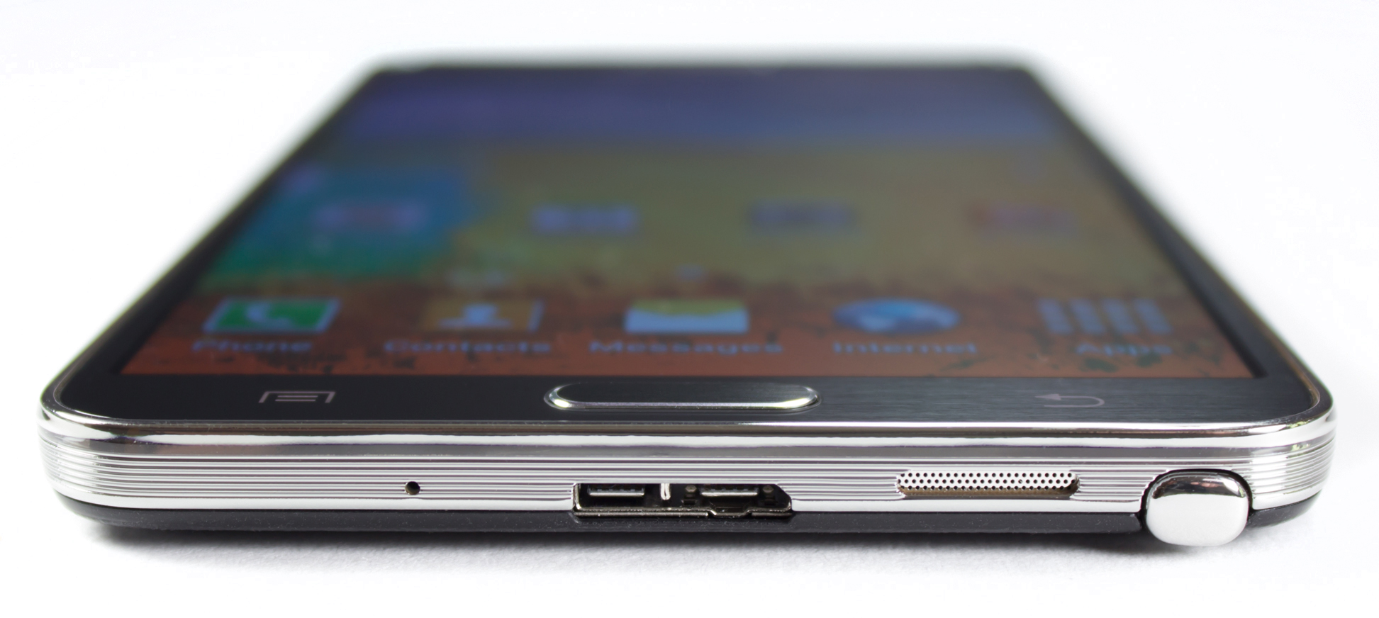 The bottom of the Note 3, with the new micro-USB 3.0 port.