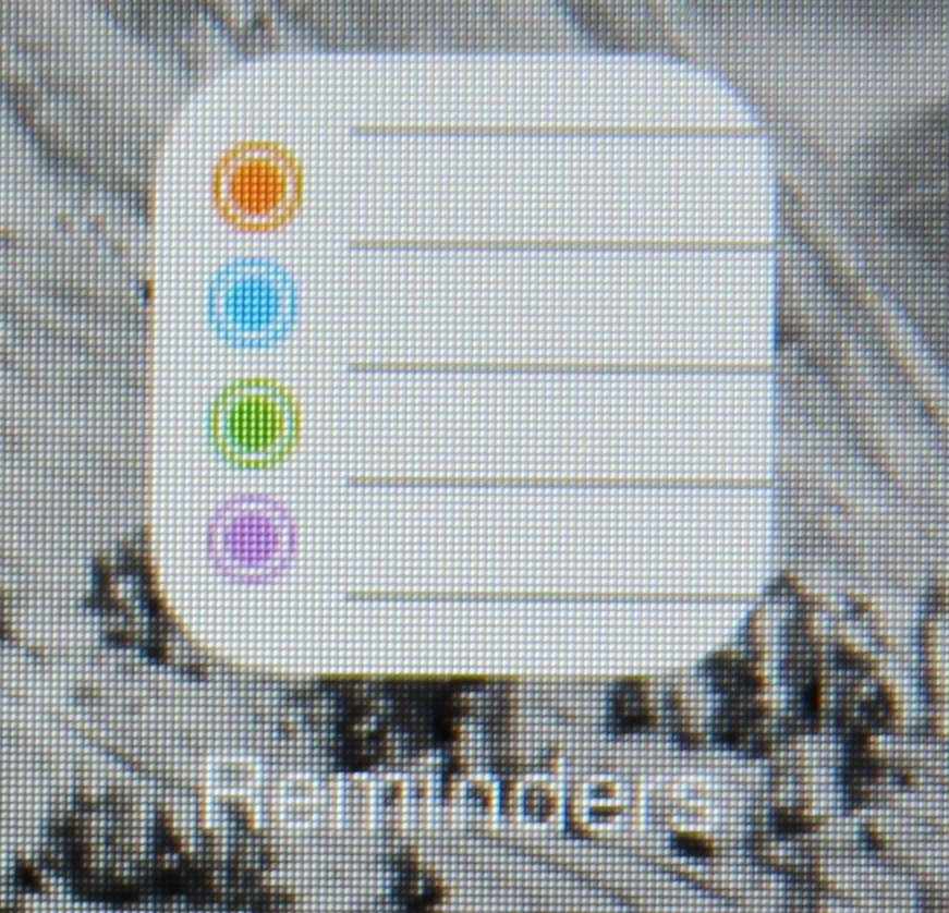 You can see how, especially on a non-Retina display like this one, the lack of drop shadows might cause some problems.