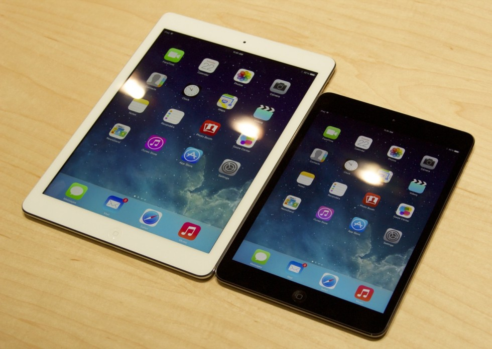 Both Retina iPads in all their (pricey) glory.