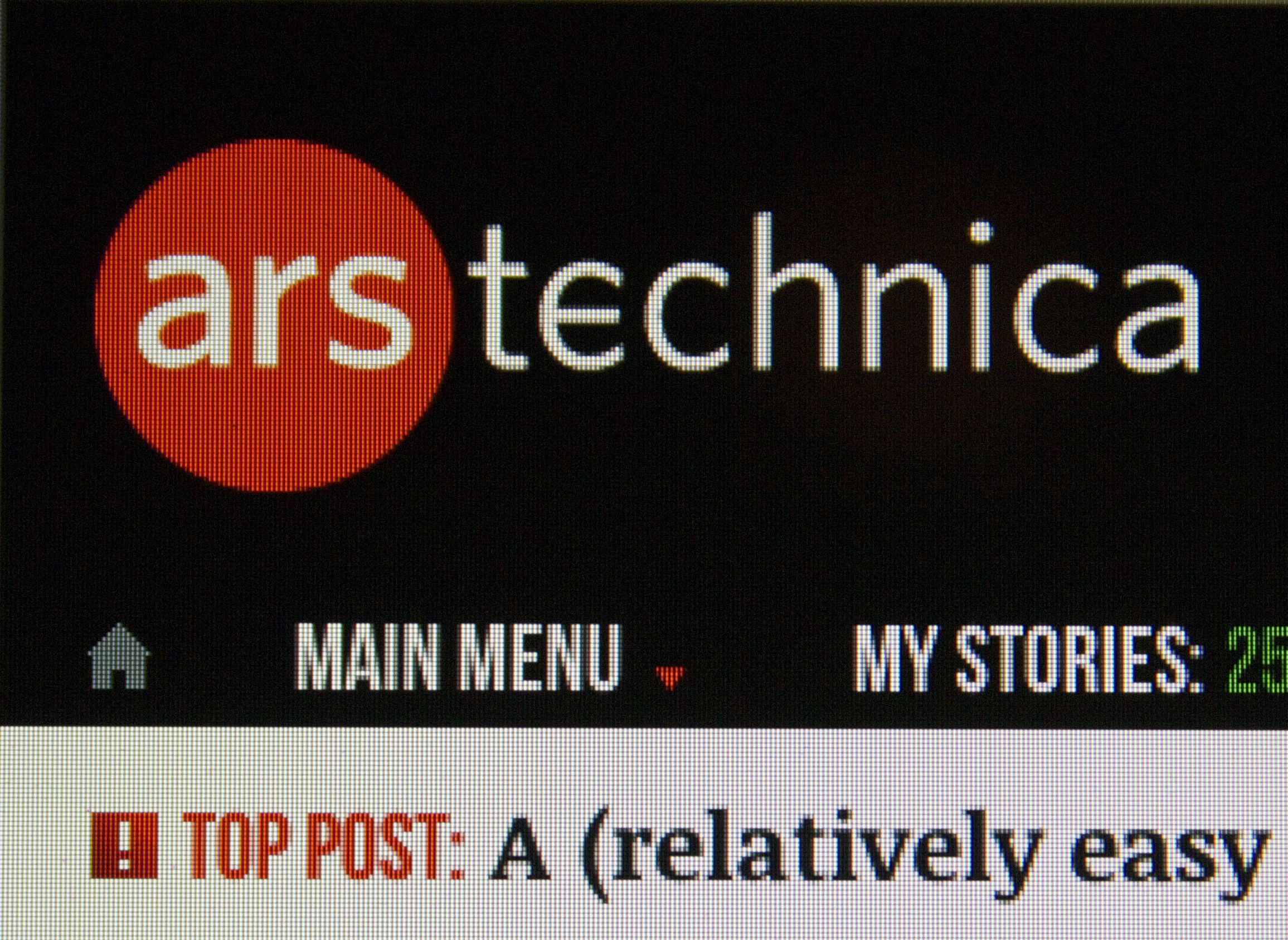 A chunk of the Ars homepage on the 2013 13-inch MacBook Air's screen. Note the clearly visible pixels.