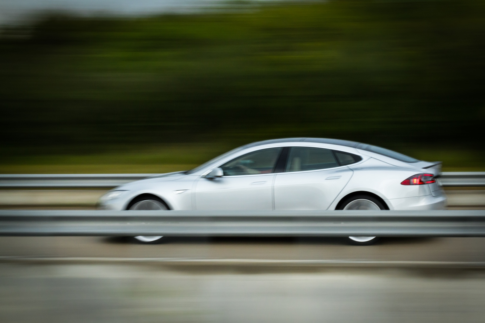 Review: Tesla Motors' all-electric Model S is fast—but is it a good