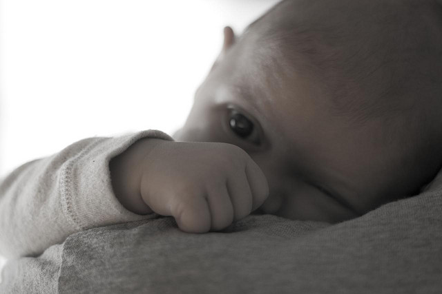 Babies' eyes may hold early clues about autism