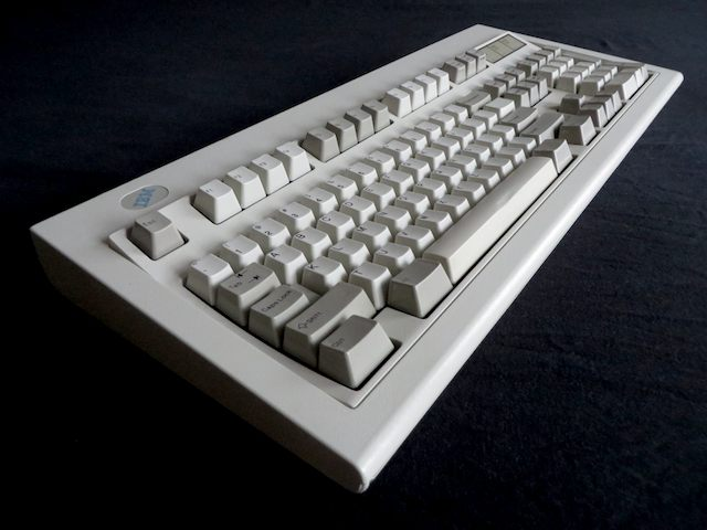 Why I use a 20-year-old IBM Model M keyboard | Ars Technica