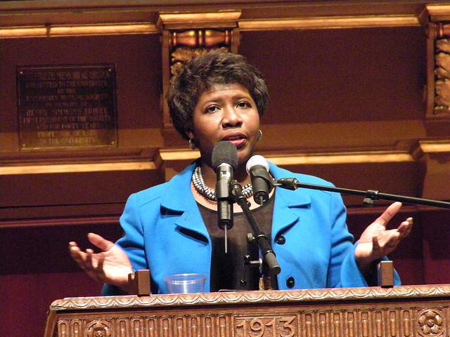 "Goof—not hack—behind mysterious ""f gwenifill"" tweet sent by media outlets"