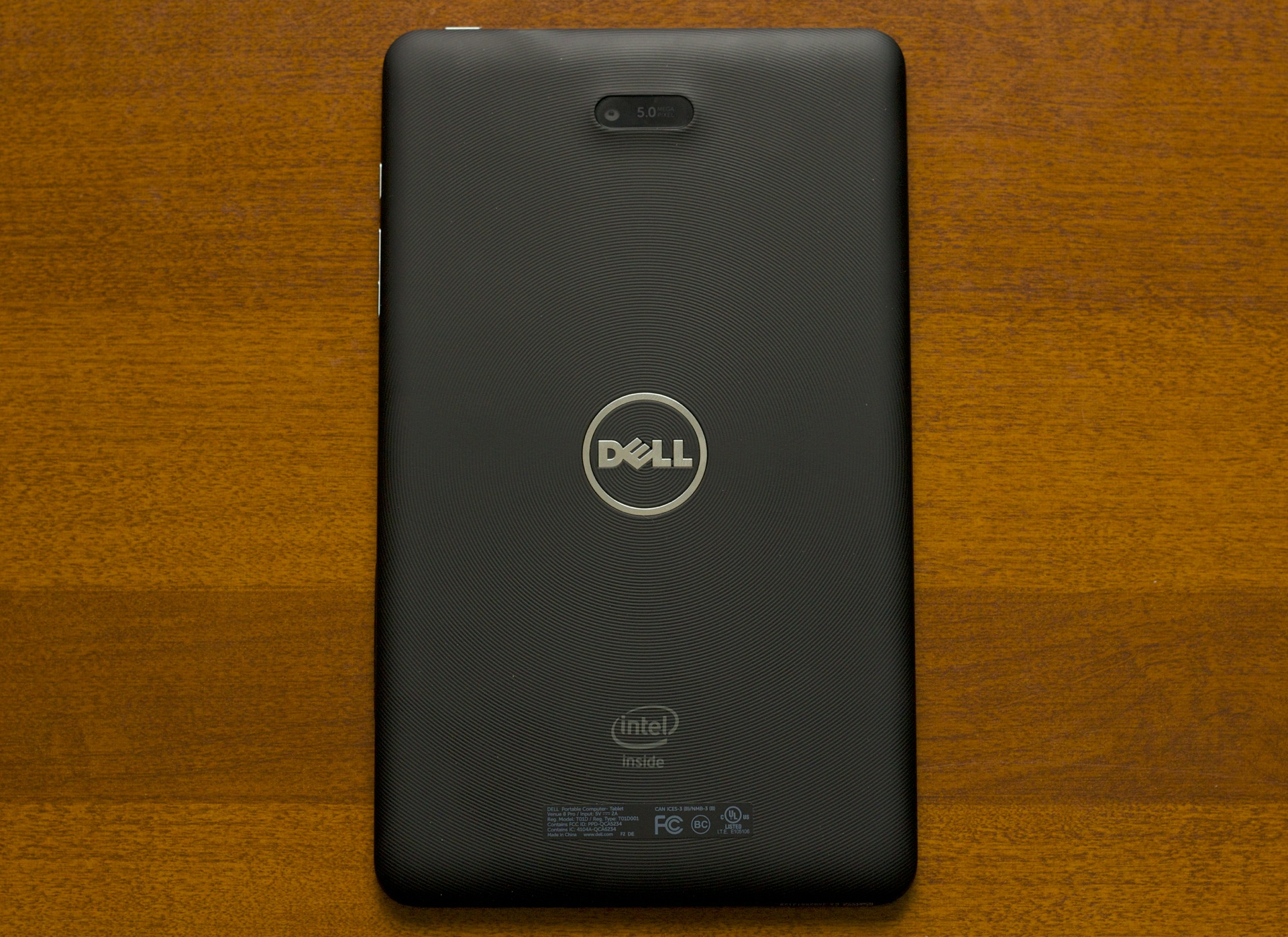 The back of the tablet has a pattern of rings that radiate outward from the center. Dell and Intel logos and the tablet's 5MP rear webcam are also on the back.