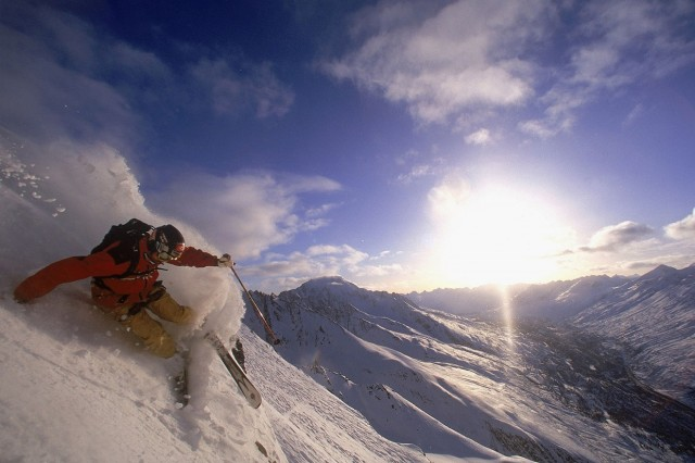 Brett Deuter of USA carves a turn during practice for the World Free Skiing Championships, Chugach Mountains, Valdez Alaska, USA, April 15, 2002