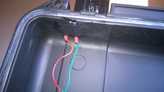 Here's how the magic works: the push-to-break microswitch on the lid opens when you open the case.