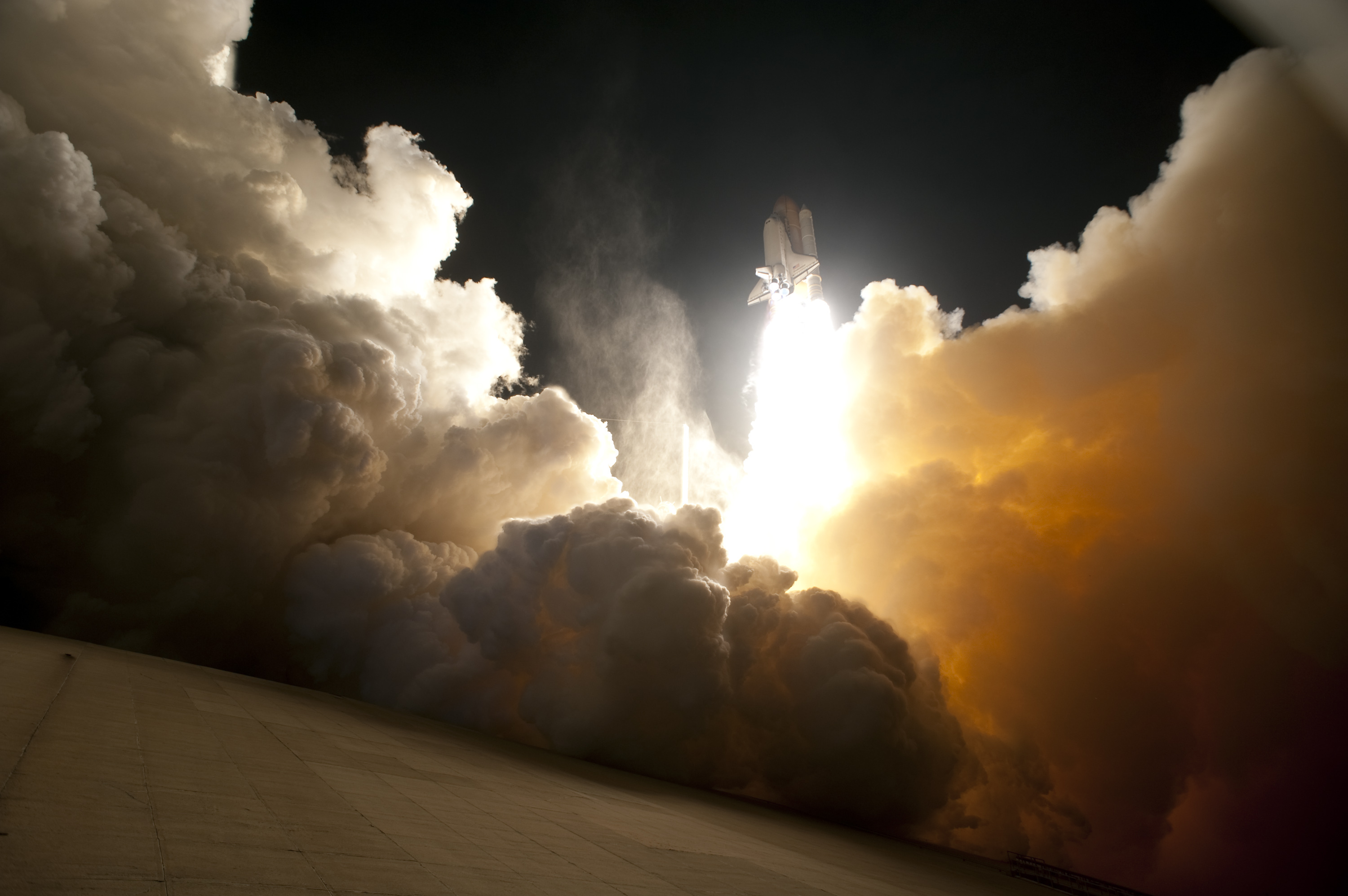 <em>Endeavour</em> lifts off from pad 39A for STS-130 in February 2010. This was the final night launch of the space shuttle program.