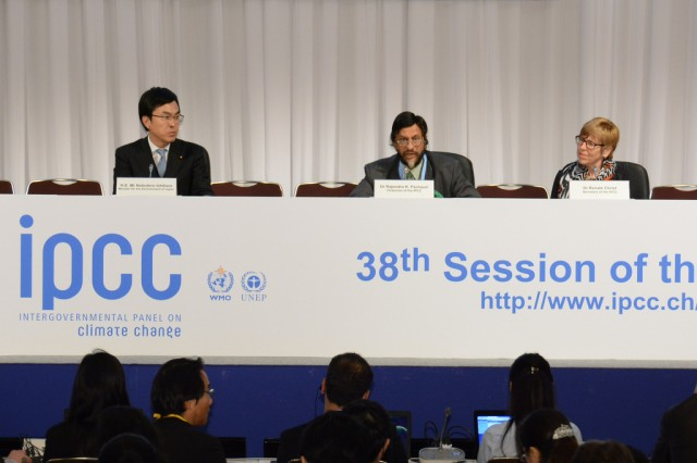 IPCC Chairman Rajendra Pachauri speaking at a press conference announcing the release of the new report.